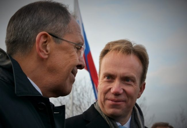Norway has sought an explanation from Moscow after Rogozin's Svalbard visit. This photo is from October 2014, when Russia's Foreign Minister Sergey Lavrov met with Norway's Foreign Minister Børge Brende in Kirkenes, northern Norway. (Thomas Nilsen/Barents Observer)