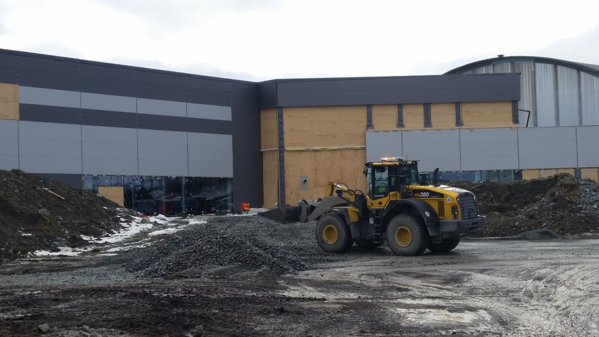Three months from now, this will be the main entrance to the new 13.500 square metres big shopping centre in Kirkenes. (Thomas Nilsen/Barents Observer)