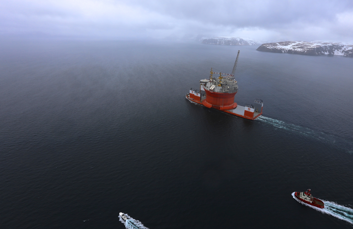 Dockwise Vanguard arrives in Hammerfest with Goliat FPSO on board on April 17, 2015. (Eni Norge)