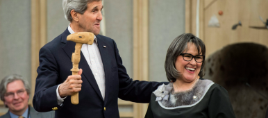 United States Secretary of State John Kerry receives the gavel from Canadian Minister for the Arctic Council Leona Aglukkaq to take over the chair of the Arctic Council Ministerial meeting Friday, April 24, 2015 in Iqaluit, Nunavut. (Paul Chiasson/The Canadian Press)