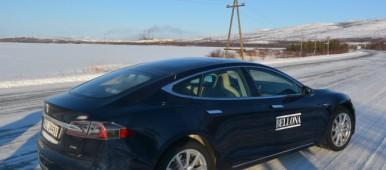 Tesla Model S outside Nikel on Russia's Kola Peninsula. (Thomas Nilsen/Barents Observer)