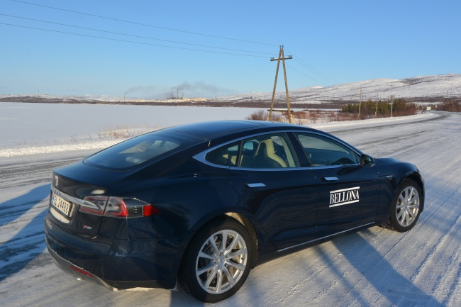 Tesla Model S outside Nikel on Russia's Kola Peninsula. (Thomas Nilsen/Barents Observer)