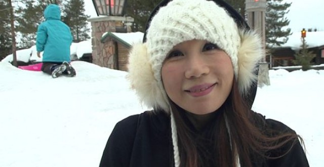 Vicki Kwok of Hong Kong was visiting Rovaniemi in February. (Uula Kuvaja / Yle)