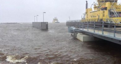 The storm also caused a temporary shutdown of ferry service to Hailuoto island late in the day. (Ari-Pekka Sirviö / Yle)