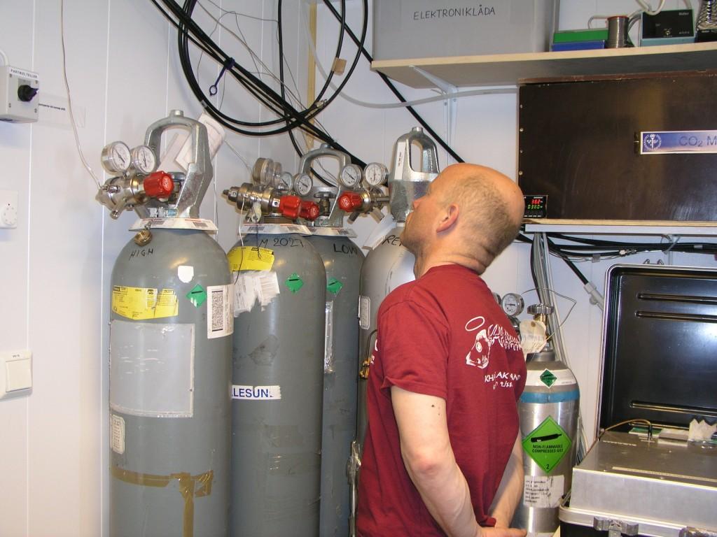 CO2 still  on the rise. (Measuring station on Svalbard, Irene Quaile/Deutsche Welle)