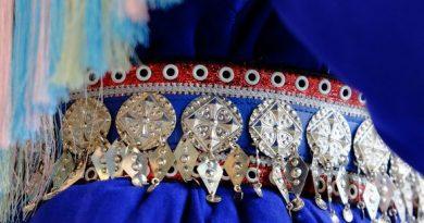 A detail of a traditional Sámi dress.(Vesa Toppari / Yle)
