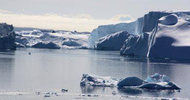 The Sermeq Kujualleq glacier discharges icebergs into the sea. (Irene Quaile/Ilulissat, 2009)