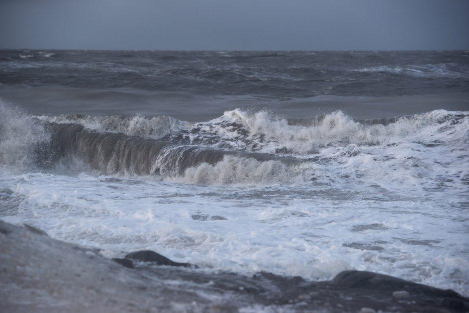Chukchi Sea waves crash on the coast at Barrow on Sunday, November 10, 2013. ( Marc Lester / Alaska Dispatch News)