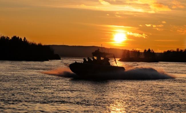 Norwegian border patrol boat on the Pasvik river. (Jonas Karlsbakk/Barents Observer)