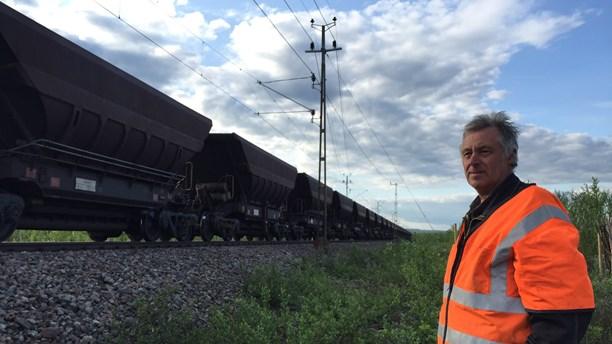 Tor Erik Huuva near the accident location. (Anne Marit Päiviö/Sameradion & SVT Sápmi)