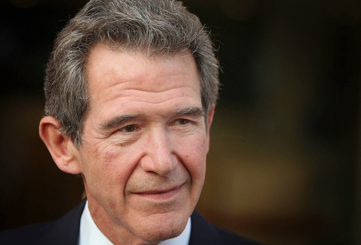 Former Chief Executive of British Petroleum Lord Browne leaves BP headquarters in 2007.  (Peter Macdiarmid/Getty Image)