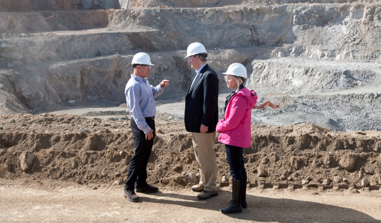Canadian Prime Minister Stephen Harper and his wife Laureen talk with Capstone Mining CEO Darren Pylot infront of the Minto mine in Minto, Yukon Tuesday August 21, 2012. (Adrian Wyld/The Canadian Press)