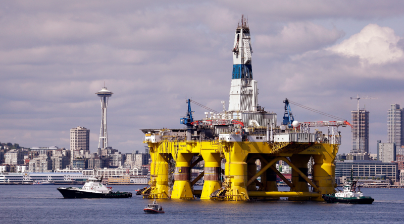 The oil drilling rig Polar Pioneer in a dock in Seattle in May 2015. The rig is the first of two drilling rigs Royal Dutch Shell has outfitting for Arctic oil exploration. (Elaine Thompson/File/AP)