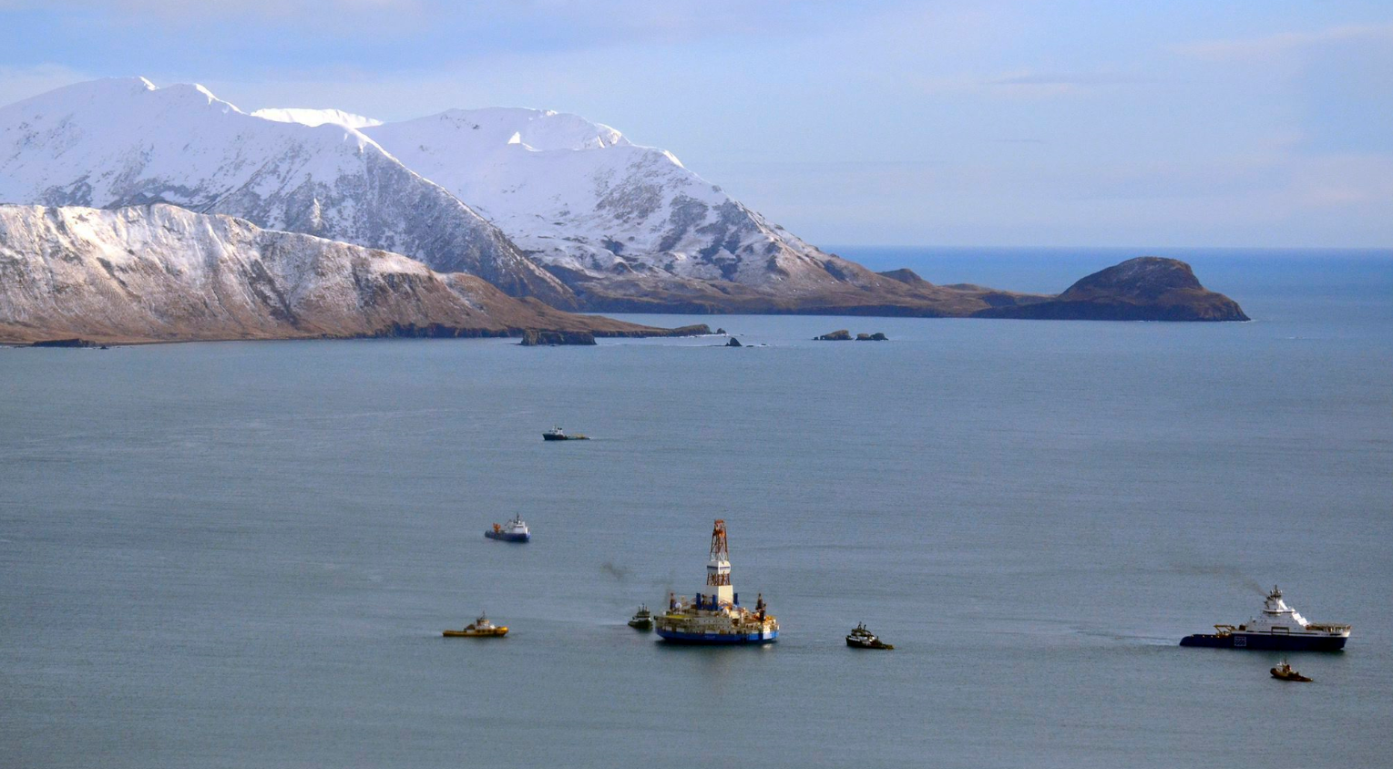 Shell's floating drill rig Kulluk in Kodiak Island, Alaska in Jan. 7, 2013. (James Brooks/Kodiak Daily Mirror/AP, File)