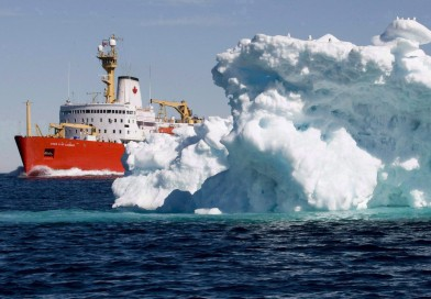 Canadian icebreaker sets sail to shore up elusive North Pole claim