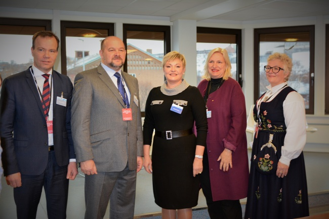 County politicians from northern Norway together with Arkhangelsk Governor Igor Orlov and Murmansk Governor Marina Kovtun. (Thomas Nilsen/Barents Observer)