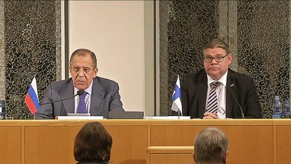 Sergey Lavrov (left) and Timo Soini at a press conference in Oulu, Finland Wednesday evening. (Yle)