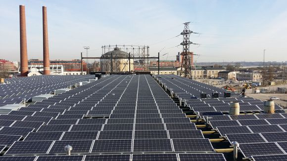 Solar energy projects like this one produce more electricity than industry insiders have forecast. (Petteri Juuti / Yle)