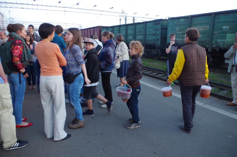 People selling raspberries and cloudberries on the platform in Svir, Russia. (Mia Bennett)