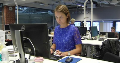 Yle Novosti news anchor Katja Liukkonen prepares for the day's broadcast. (Yle)