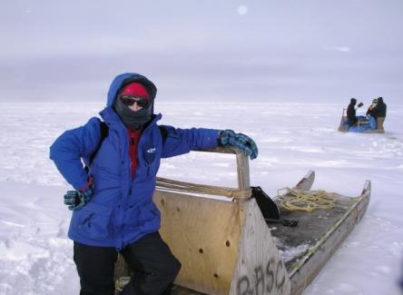 Iceblogger on polar bear watch with CCC students at work behind, Alaska 2008. (Irene Quaile)