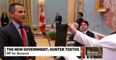 Hunter Tootoo being sworn in on Wednesday as Canada's minister of Fisheries and Oceans and the Canadian Coast Guard was your most read Eye on the Arctic story this week.  (CBC News)