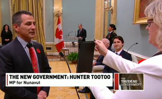 Hunter Tootoo being sworn in on Wednesday as Canada's minister of Fisheries and Oceans and the Canadian Coast Guard. (CBC News)
