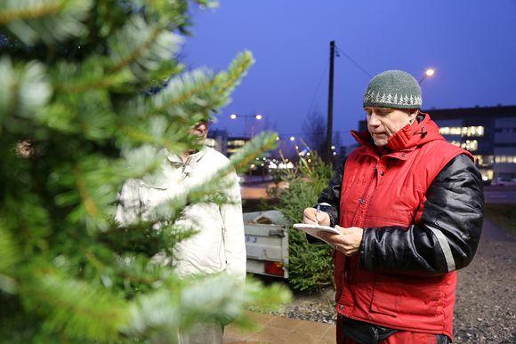 joulukuusi joulukuusikauppa hinnat kuusi kuusikauppias Juha Ruuska IMG_8419