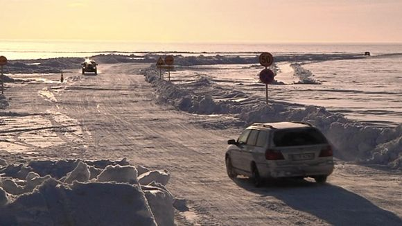 The opening date for Finland's longest ice road is still uncertain -authorities need another 10 centimetres of ice to build before it would be safe. (Yle)