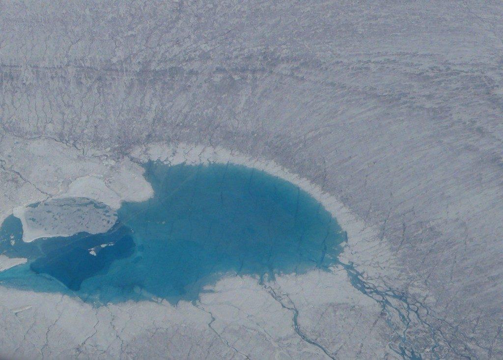 Meltpool on the Greenland ice sheet.(Irene Quaile/Deutsche Welle)