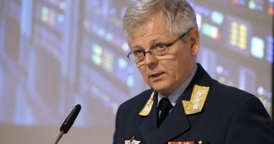 Chief of Norwegian Intelligence Service Lt. Gen. Morten Haga Lunde speaks to reporters at the presentation of Focus 2016 intelligence assessment report.  Torbjørn Kjosvold / Forsvaret