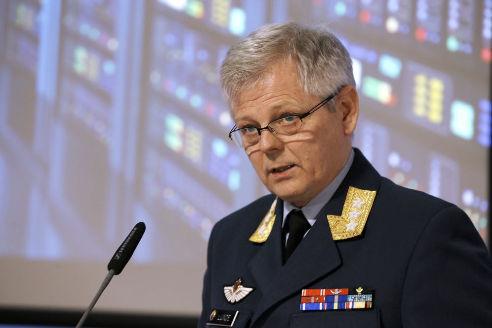Chief of Norwegian Intelligence Service Lt. Gen. Morten Haga Lunde speaks to reporters at the presentation of Focus 2016 intelligence assessment report. Torbjørn Kjosvold / Forsvaret
