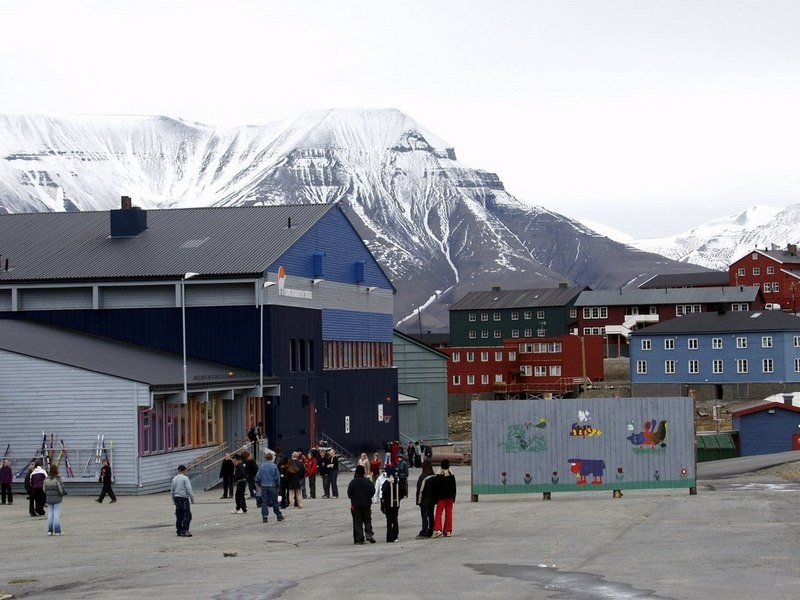 Longyearbyen (pictured above) is the largest settlement on Svallbard. (Thomas Nilsen/The Independent Barents Observer)