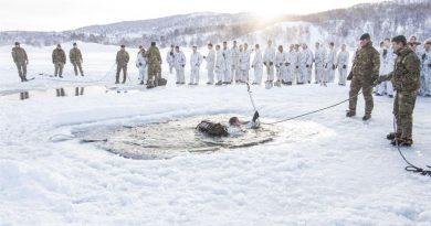 U.S. Marines practice winter survival skills in Finnmark, Norway. Photo: Anna Elisabeth Martinsen / Norwegian Defense