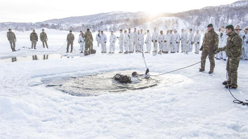 U.S. Marines jump into freezing Finnmark water – Eye on ...