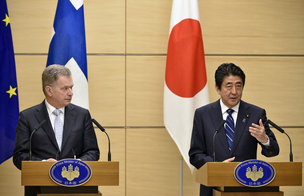 Finnish President Sauli Niinisto (L) listens to Japanese Prime Minister Shinzo Abe speaking during a joint news conference at Abe's official residence in Tokyo, Japan, March 10, 2016. Franck Robichon/REUTERS/Pool