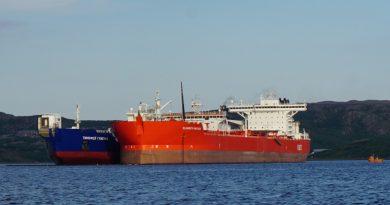 The Norwegian port of Kirkenes fights Murmansk over reloading of Arctic oil from Lukoil. Photo: Thomas Nilsen