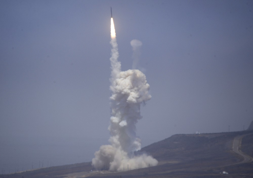 A flight test of the exercising elements of the Ground-Based Midcourse Defense (GMD) system is launched by the 30th Space Wing and the U.S. Missile Defense Agency at the Vandenberg AFB, California June 22, 2014. Gene Blevins /REUTERS