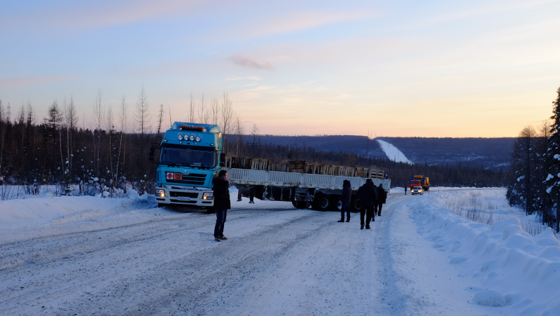 A truck stuck across the highway. Photo by Mia Bennett