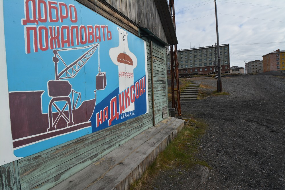 """Welcome to Dikson"", says a drawing on a local house. (Thomas Nilsen/The Independent Barents Observer)"