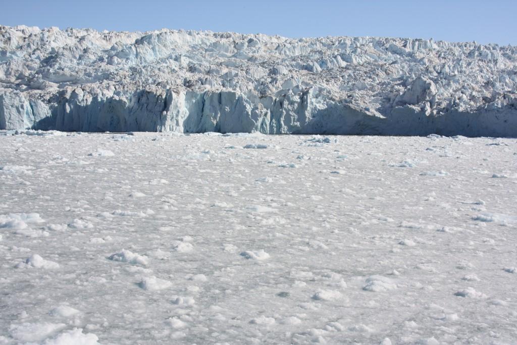 Greenland ice sheet is discharging ice into the ocean at an alarming rate. (Irene Quaile/Deutsche Welle)