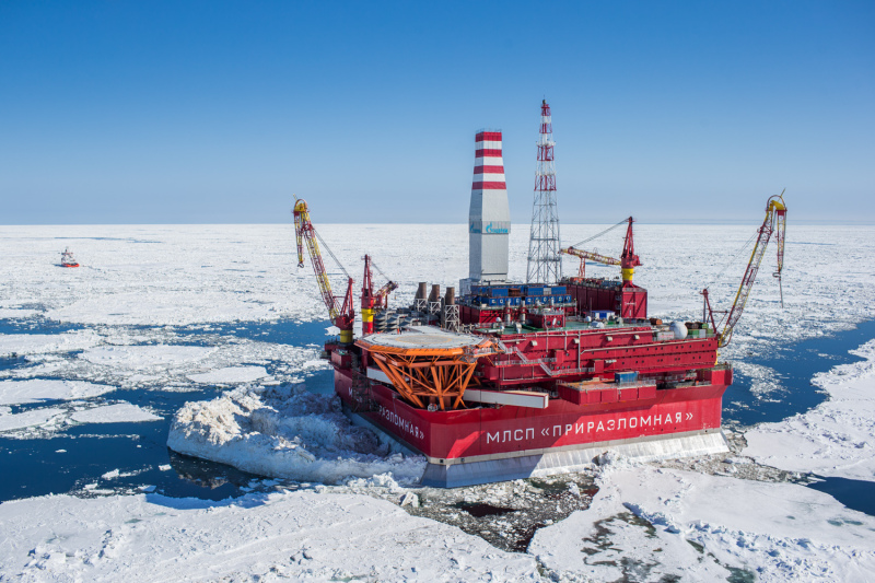 Russian oil platform in the Arctic Ocean. Photo credit: Krichevsky. Licensed under a Creative Commons Attribution-Share Alike 4.0 International license
