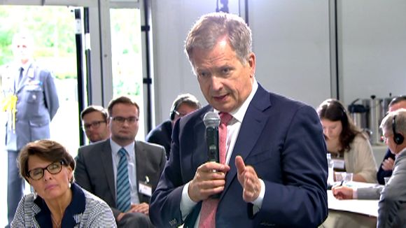 Sweden's former defence minister challenged Finland's prime minister Sauli Niinistö over relations with Russia at the Kultaranta security summit this week. (Yle News)