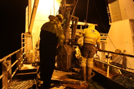 Investigating the undersea secrets of the Arctic night from the research vessel Helmer Hanssen. (Irene Quaile/Deutsche Welle)