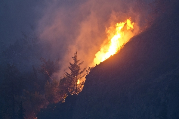 Flames are visible from the Beluga Point parking area late Tuesday night as the wildfire near McHugh Creek burns. (Marc Lester / Alaska Dispatch News)