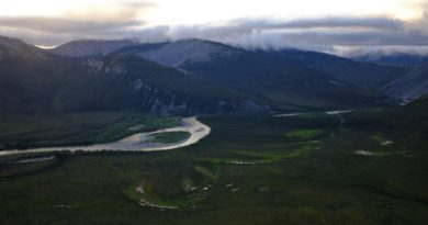 he Dempster Highway heading through the Ogilvie mountains, viewed from Sapper Hill in Yukon. (Mia Bennett)