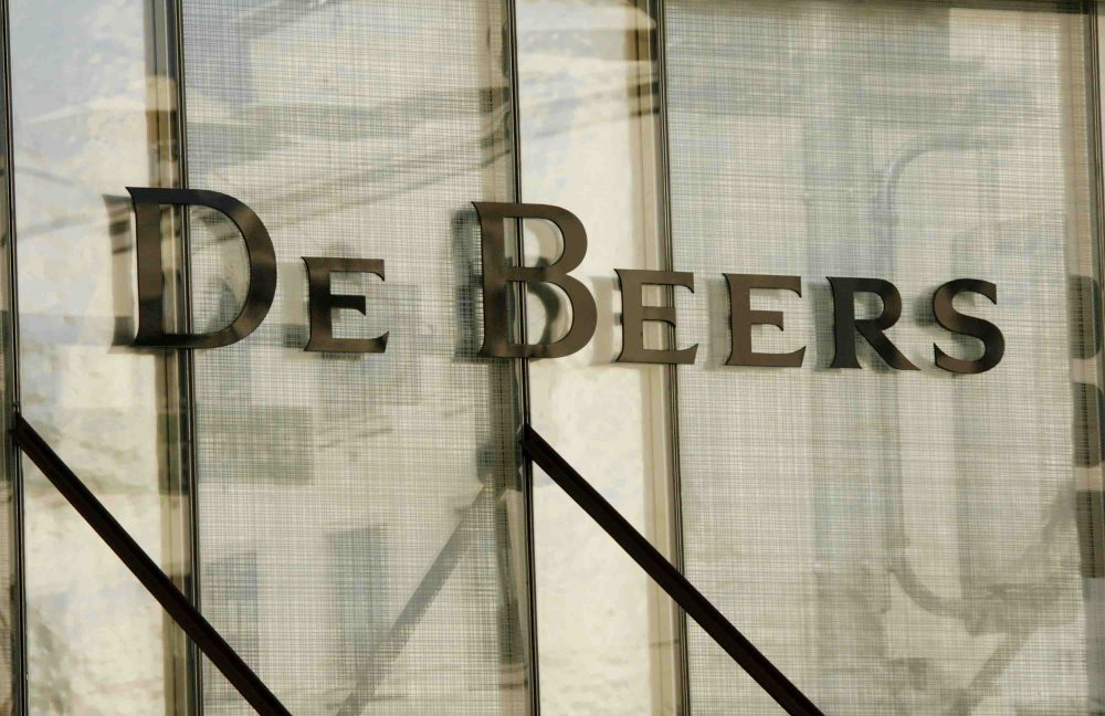 De Beers puts Canadian Snap Lake diamond mine up for sale