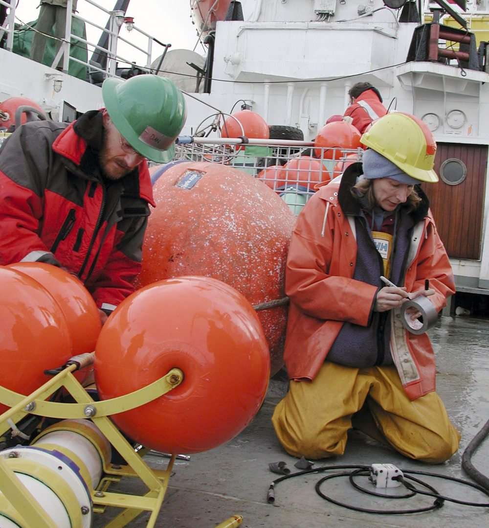 Rebecca Woodgate (R) and Dan Naber prepare a mooring to be deployed into the Bering Strait on board the Russian research vessel Professor Khromov August 25, 2009. (Jeff Jones /REUTERS)