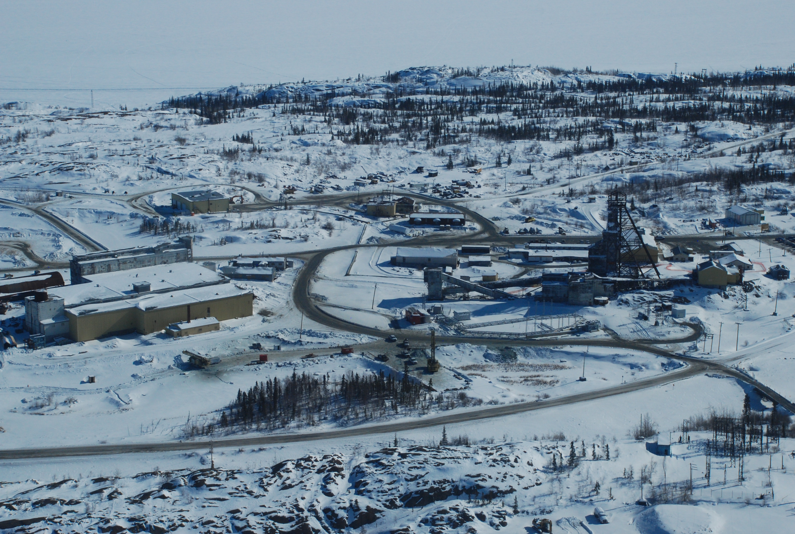 Giant gold mine in Yellowknife, Northwest Territories, released thousands of tonnes of toxic arsenic trioxide from its roaster stack during its operation between 1948 and 2004. (Photo courtesy of University of Ottawa)