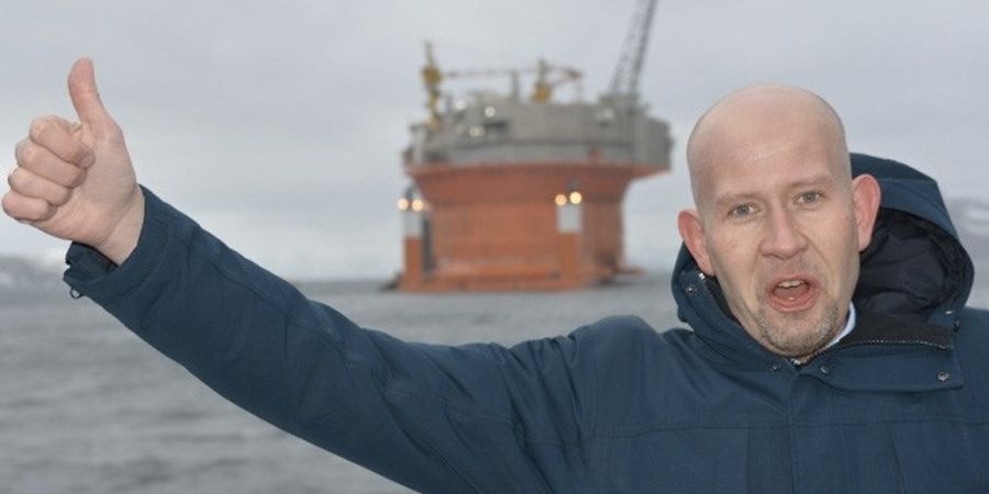 Norway's Minister of Petroleum and Energy Tord Lien puts the thumb up for more drilling in the Barents Sea. (Thomas Nilsen/The Independent Barents Observer)